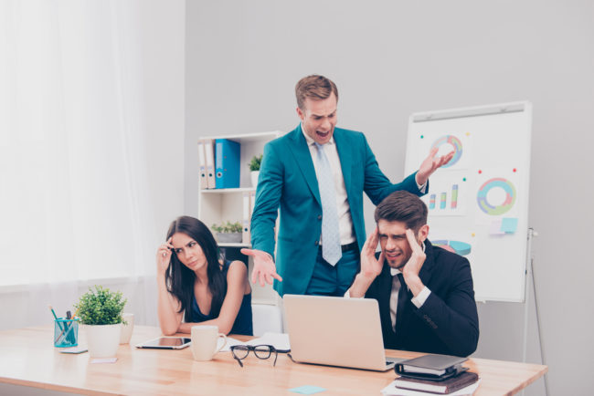5 Signs to Instantly Identify Someone With Bad Leadership Skills